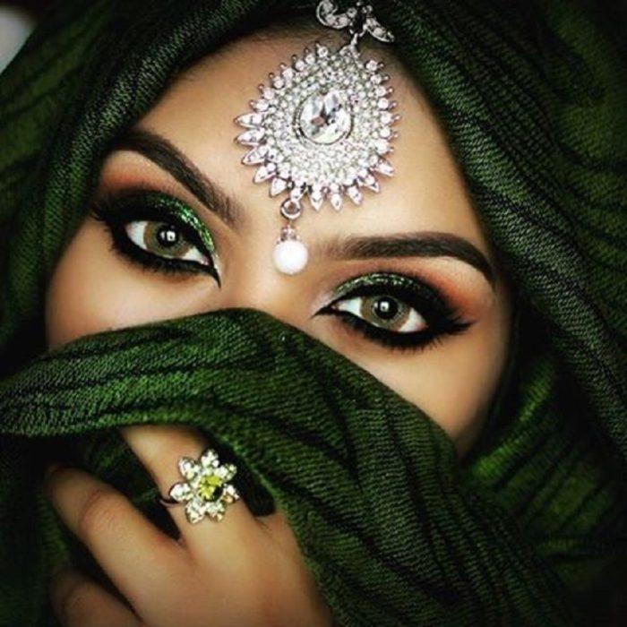 Dramatic Cut Crease Arabic Eye Makeup